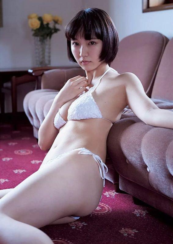 吉岡里帆の透けまんこと透け乳首グラビアエロ画像4枚目