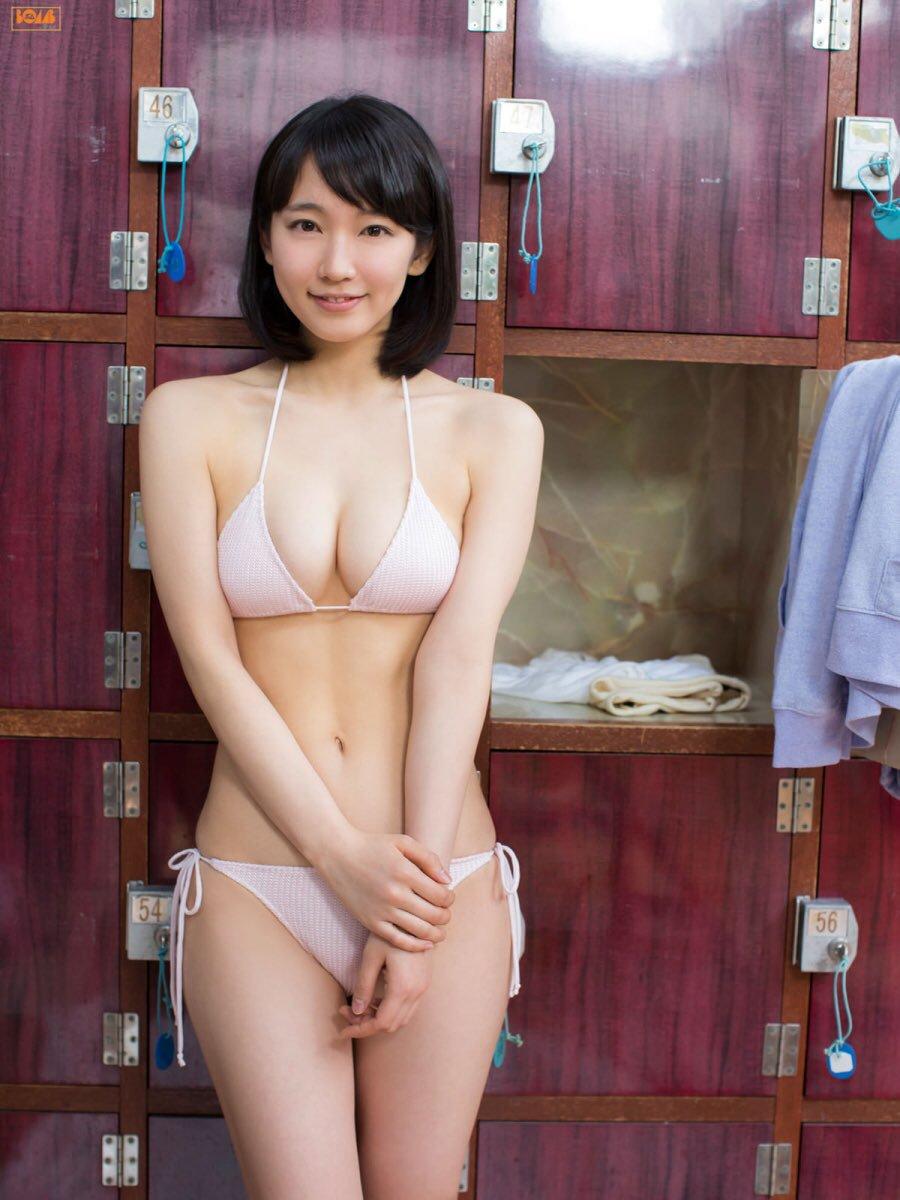 吉岡里帆の透けまんこと透け乳首グラビアエロ画像5枚目