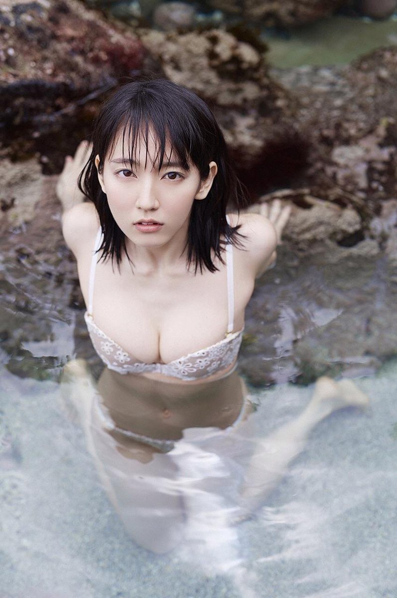 吉岡里帆の透けまんこと透け乳首グラビアエロ画像15枚目