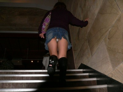 巨尻のjkムチムチ階段下の下着盗撮エロ画像7枚目