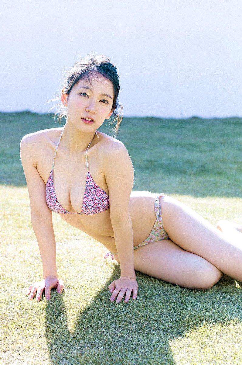 吉岡里帆の乳首が透けてないか確認するエロ画像7枚目