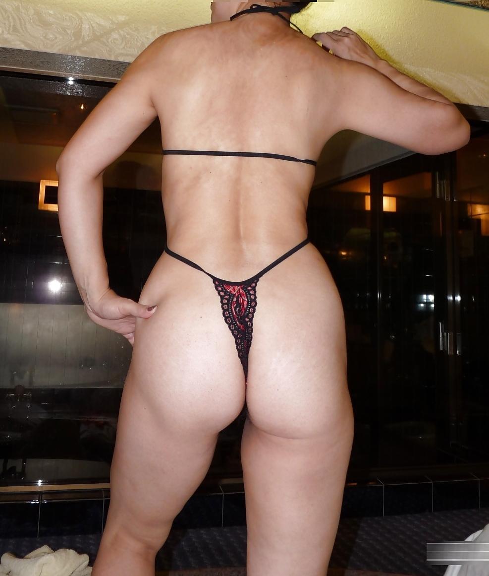 汚れた巨尻を突き出すTバック下着の熟女のエロい画像5枚目