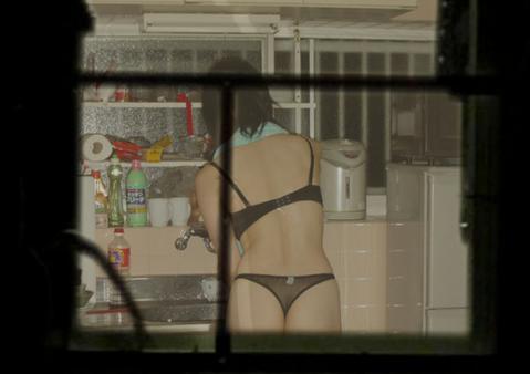 風呂上がりjk妹の全裸でネットする家庭内盗撮画像7枚目
