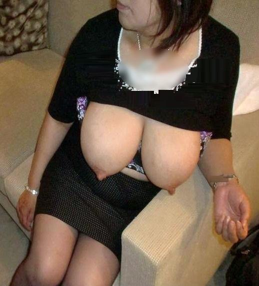 豊満で色白なぽっちゃり巨乳不倫人妻の自撮りエロ画像5枚目