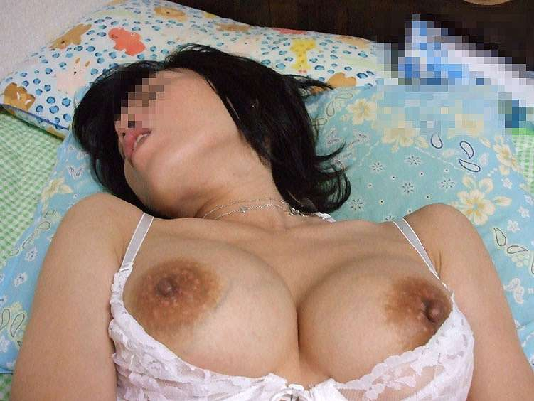 豊満で色白なぽっちゃり巨乳不倫人妻の自撮りエロ画像11枚目