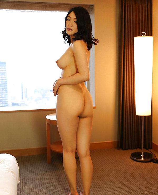 ボリュームのありすぎる巨乳熟女の人妻不倫エロ画像5枚目