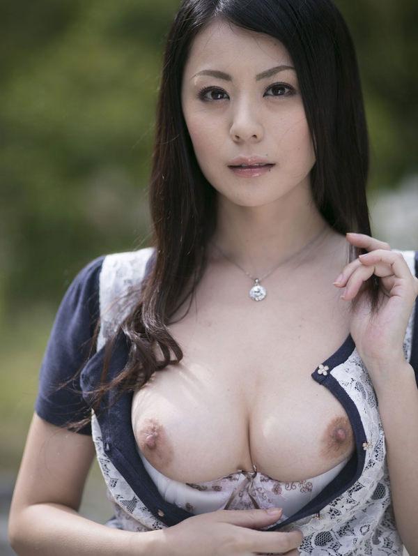 ボリュームのありすぎる巨乳熟女の人妻不倫エロ画像7枚目