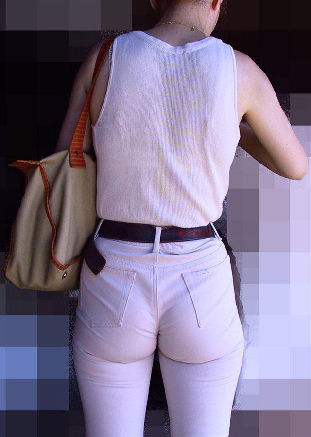 街撮りお姉さんの透けブラジャー下着盗撮エロ画像6枚目