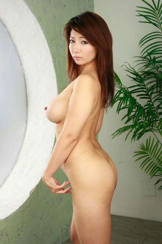 不倫人妻のツンと上を向いた乳首の魅惑巨乳エロ画像16枚目