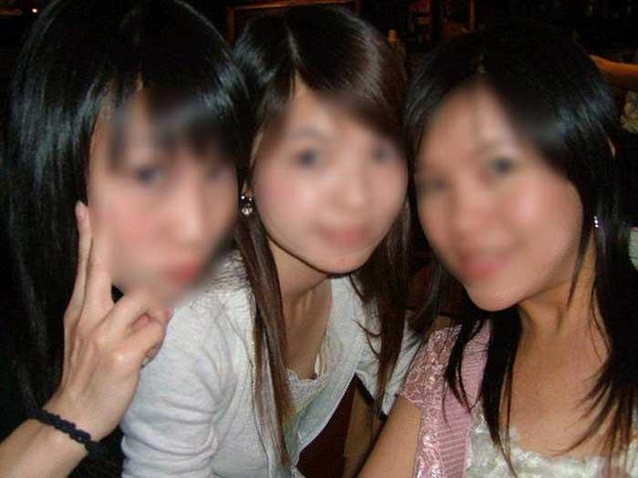 ノーブラ女子大生が自撮りで胸チラ盗撮されたエロ画像