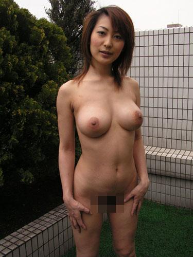 淫らな人妻達の間男と不倫を楽しむ巨乳中心エロ画像16枚目