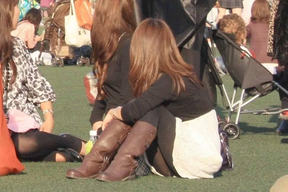女子大生が花見で隠し撮りされた下着盗撮エロ画像5枚目