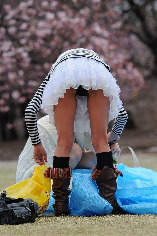 女子大生が花見で隠し撮りされた下着盗撮エロ画像16枚目