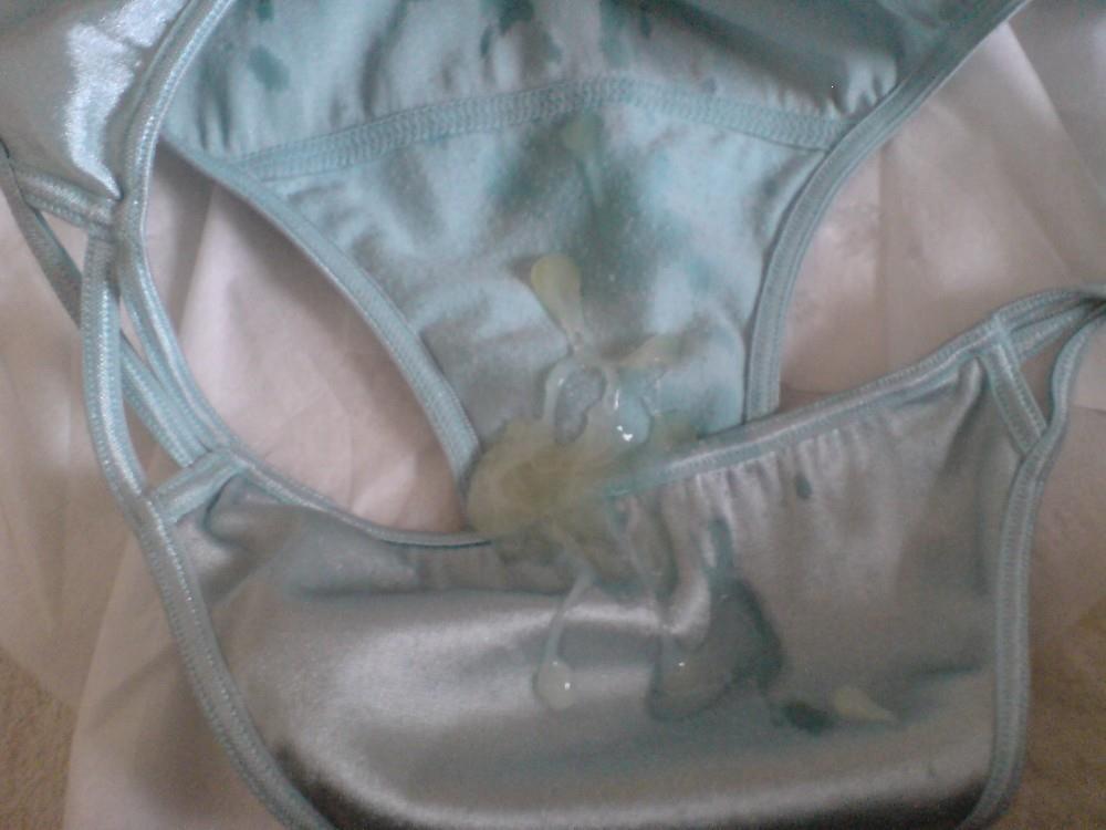 吉岡里帆のおまんこの形が透けてる魅惑エロ画像9枚目