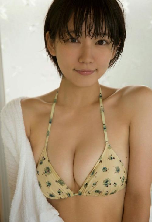 吉岡里帆の右の乳首が完全に透けてる露出エロ画像16枚目
