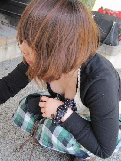 膨らみかけ妹のたおっぱいの胸チラ盗撮エロ画像4枚目