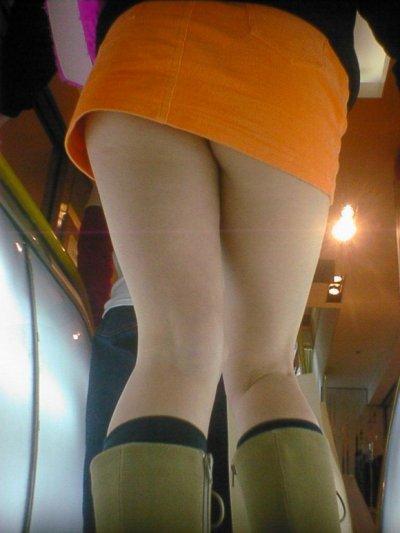 女子大生の薄着になったミニスカ下着盗撮エロ画像6枚目