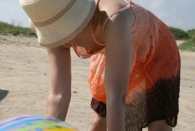 女子大生の浮きブラした胸チラ盗撮のエロ画像12枚目