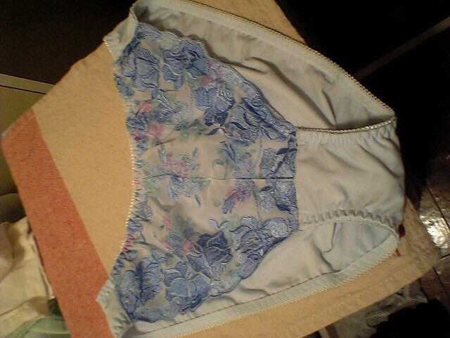 jc妹のタンスの中にあった綿素材の下着盗撮エロ画像2枚目