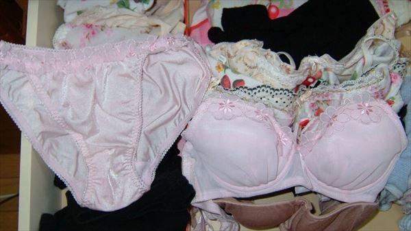 jc妹のタンスの中にあった綿素材の下着盗撮エロ画像12枚目