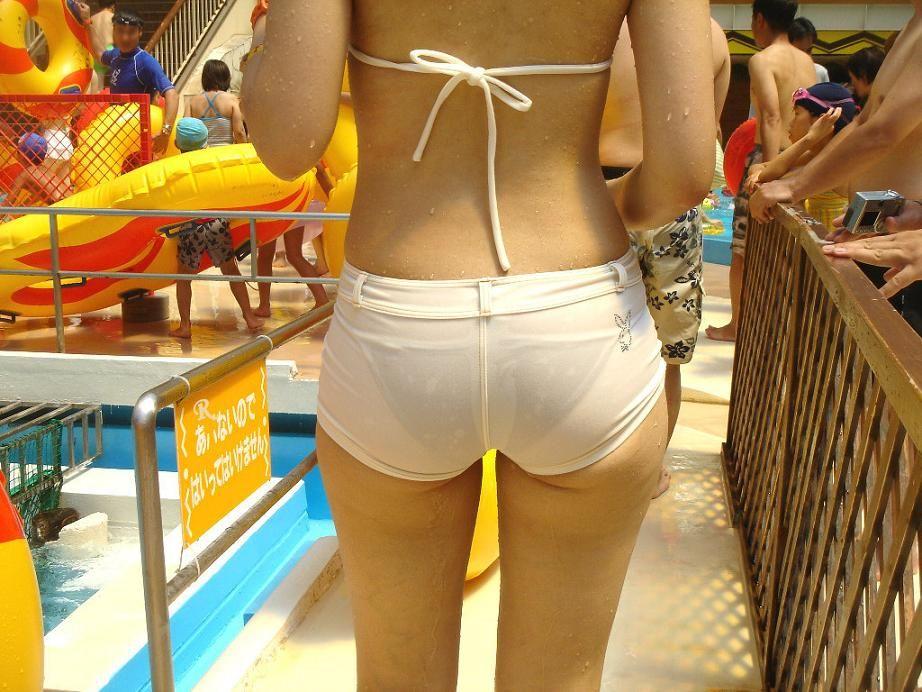 海で女子大生たちが乳首ポロリした水着エロ画像10枚目