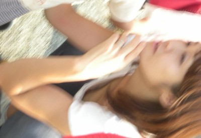 jk妹の胸チラ盗撮で見えた小さな乳首エロ画像16枚目