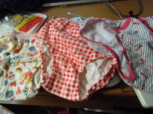 洗濯前にタンスから掘られたjc妹の汚れ下着盗撮画像