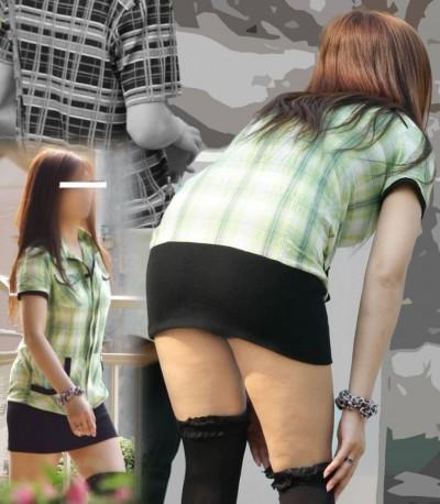 女子大生が超ミニスカで下着盗撮師を煽るエロ画像3枚目