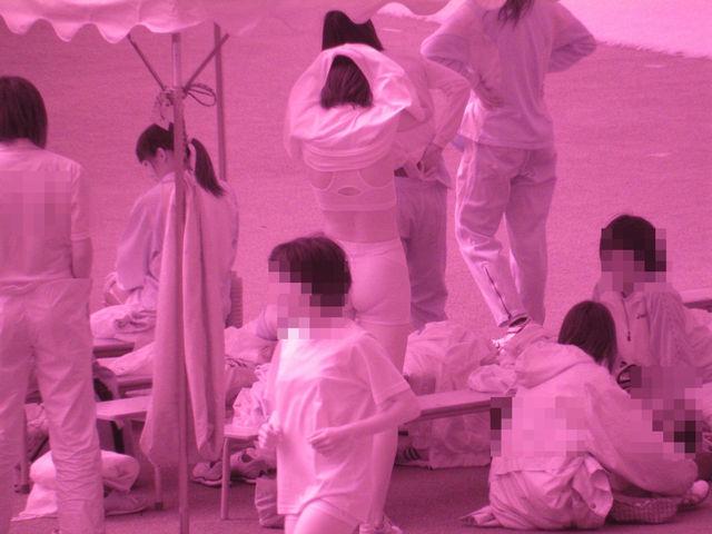 筋まんと下着を赤外線盗撮した女子陸上の実態エロ像10枚目