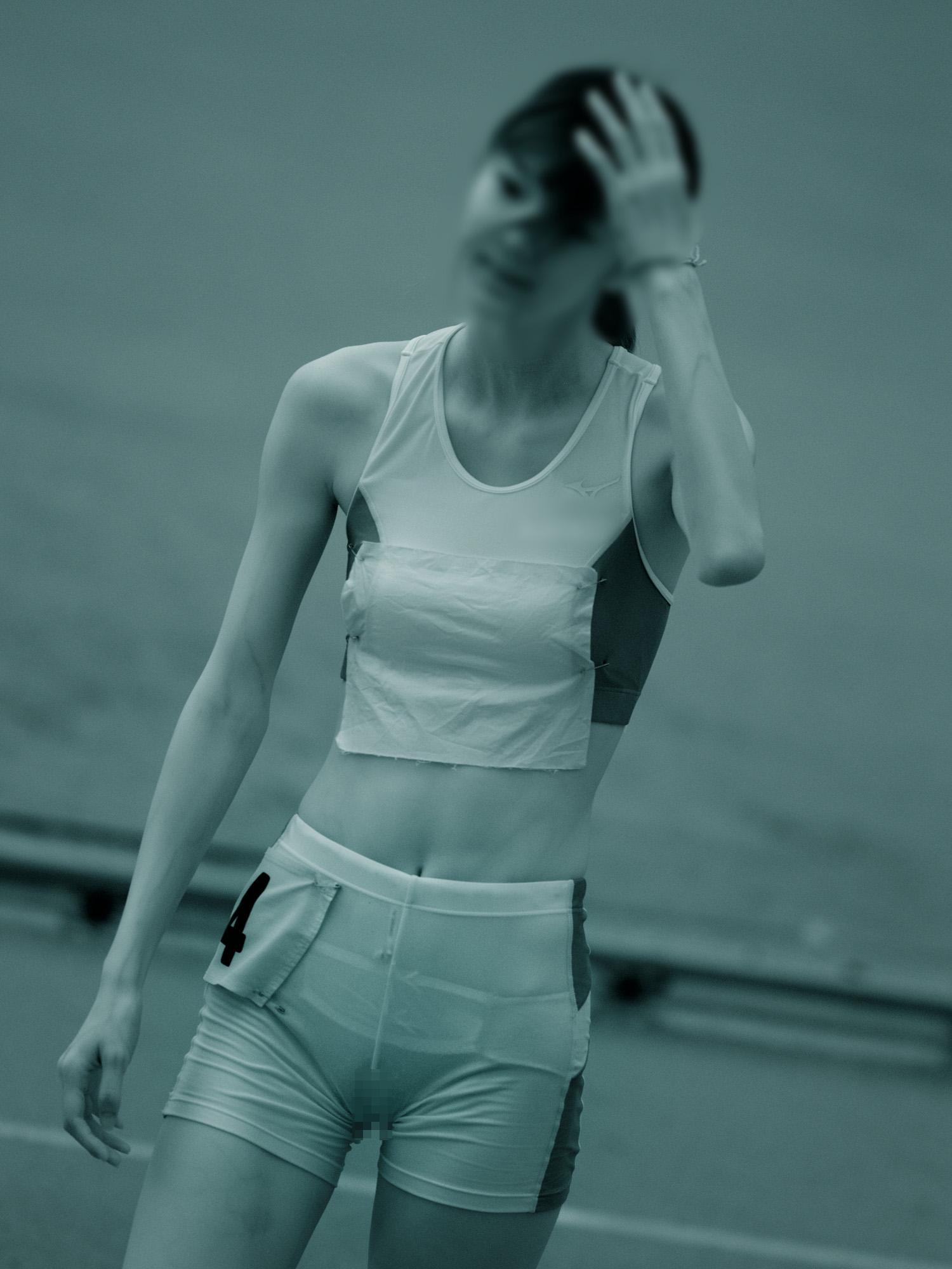 筋まんと下着を赤外線盗撮した女子陸上の実態エロ像15枚目