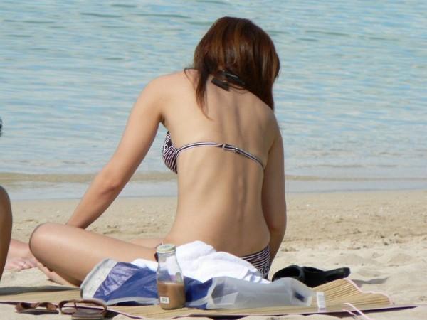 女子大生の極上スタイル水着姿の露出盗撮エロ画像2枚目