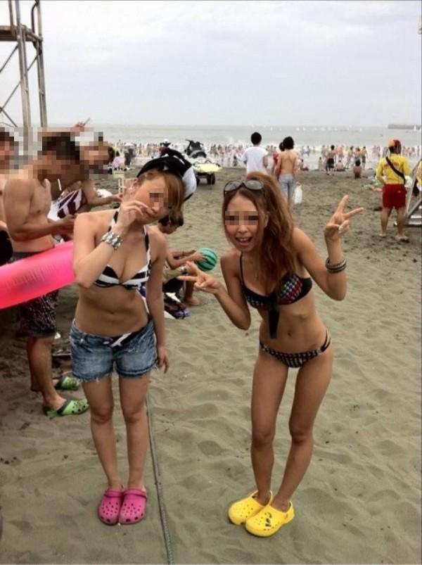 女子大生の極上スタイル水着姿の露出盗撮エロ画像10枚目