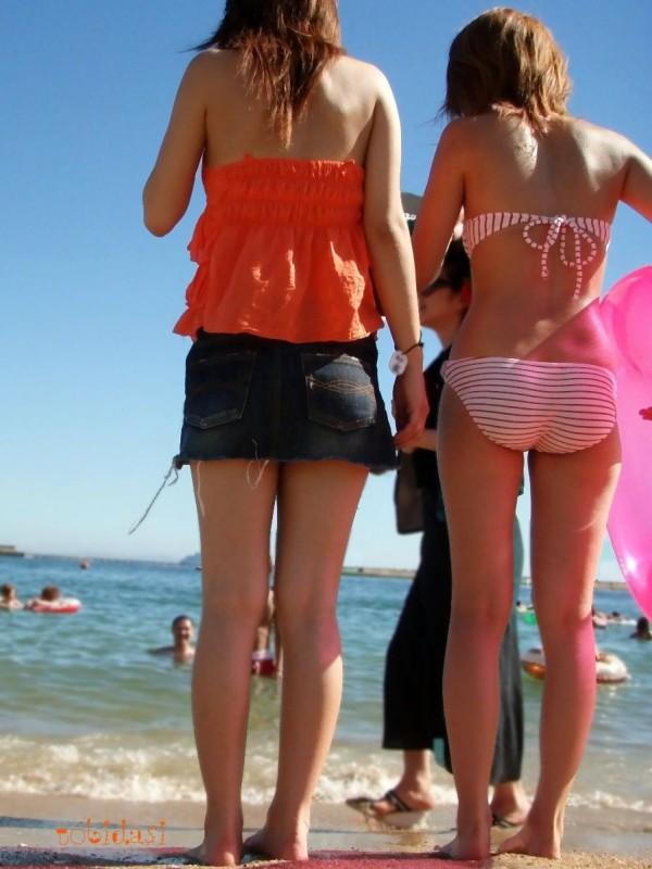 女子大生の極上スタイル水着姿の露出盗撮エロ画像13枚目
