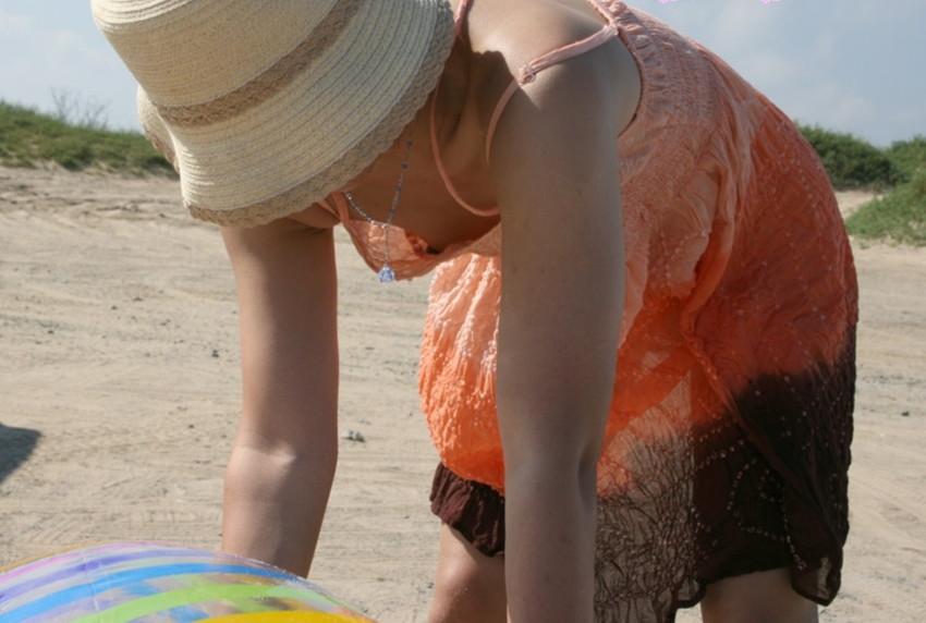 jk妹の膨らみかけた薄着の胸チラ盗撮エロ画像15枚目