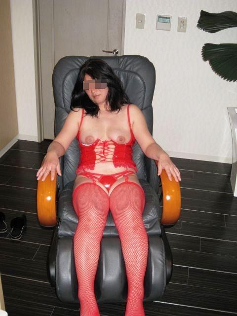 熟女がたるんだ身体で不倫している下着エロ画像7枚目