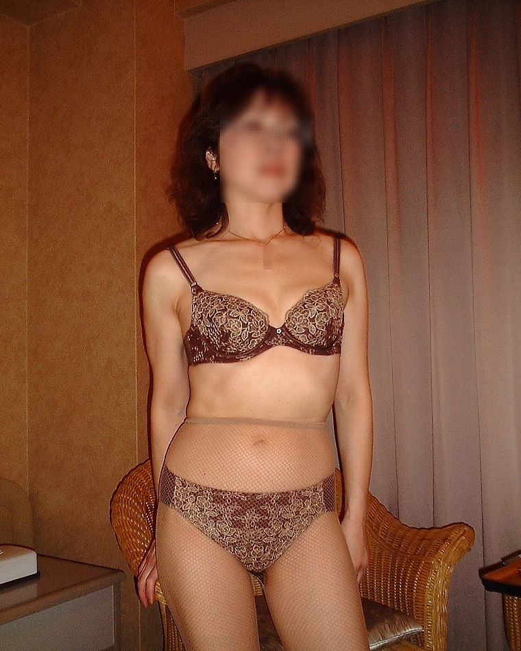 熟女がたるんだ身体で不倫している下着エロ画像10枚目