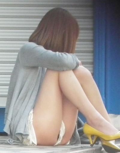 盗撮師を誘惑するヤリマン女子大生の下着エロ画像3枚目