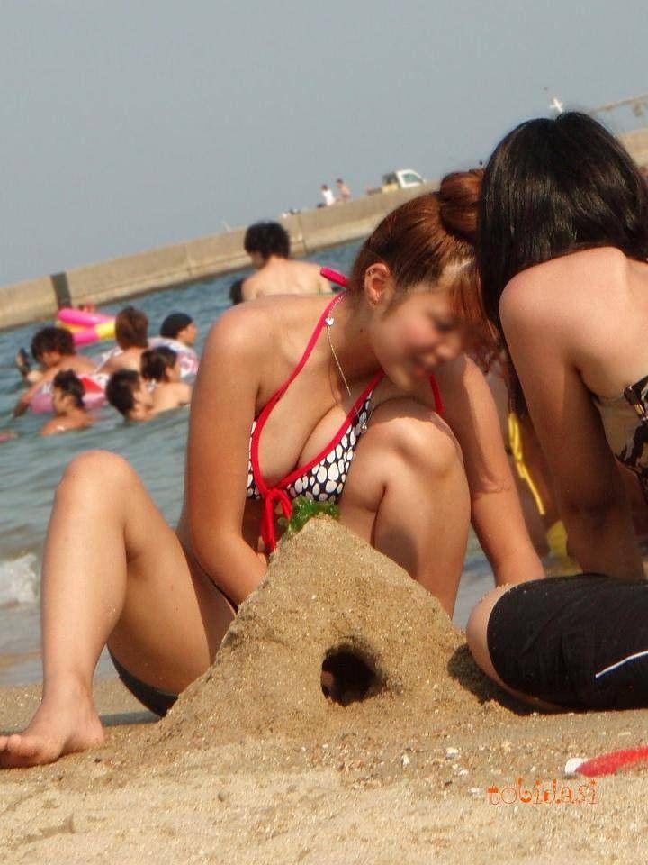 女子大生の白い水着でま○毛と乳首が透けてるエロ画像11枚目