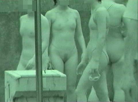 童顔娘の無毛がバレた競泳水着赤外線透け盗撮エロ画像6枚目