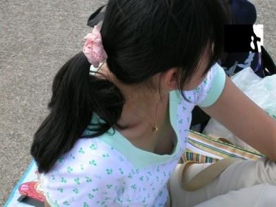 後輩女子大生のサークル胸チラのDカップ盗撮エロ画像13枚目