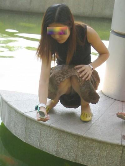 素人女子大生のまん臭が匂いそうな下着盗撮エロ画像4枚目