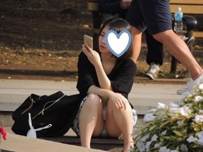 素人女子大生のまん臭が匂いそうな下着盗撮エロ画像9枚目