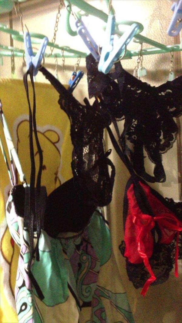jk妹の古びた民家のベランダで盗撮された下着エロ画像8枚目