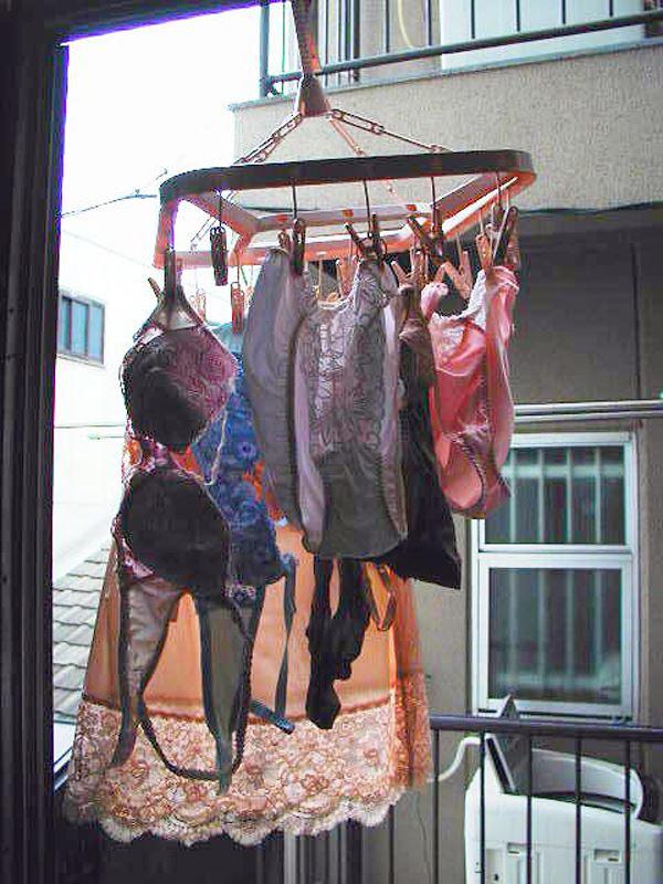 jk妹の古びた民家のベランダで盗撮された下着エロ画像11枚目