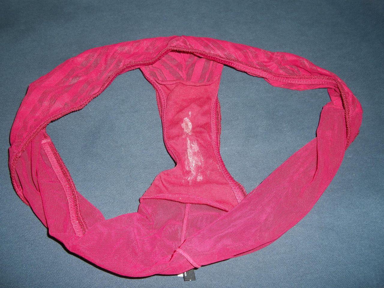 洗濯前下着のクロッチが汚れて匂う盗撮のエロ画像8枚目