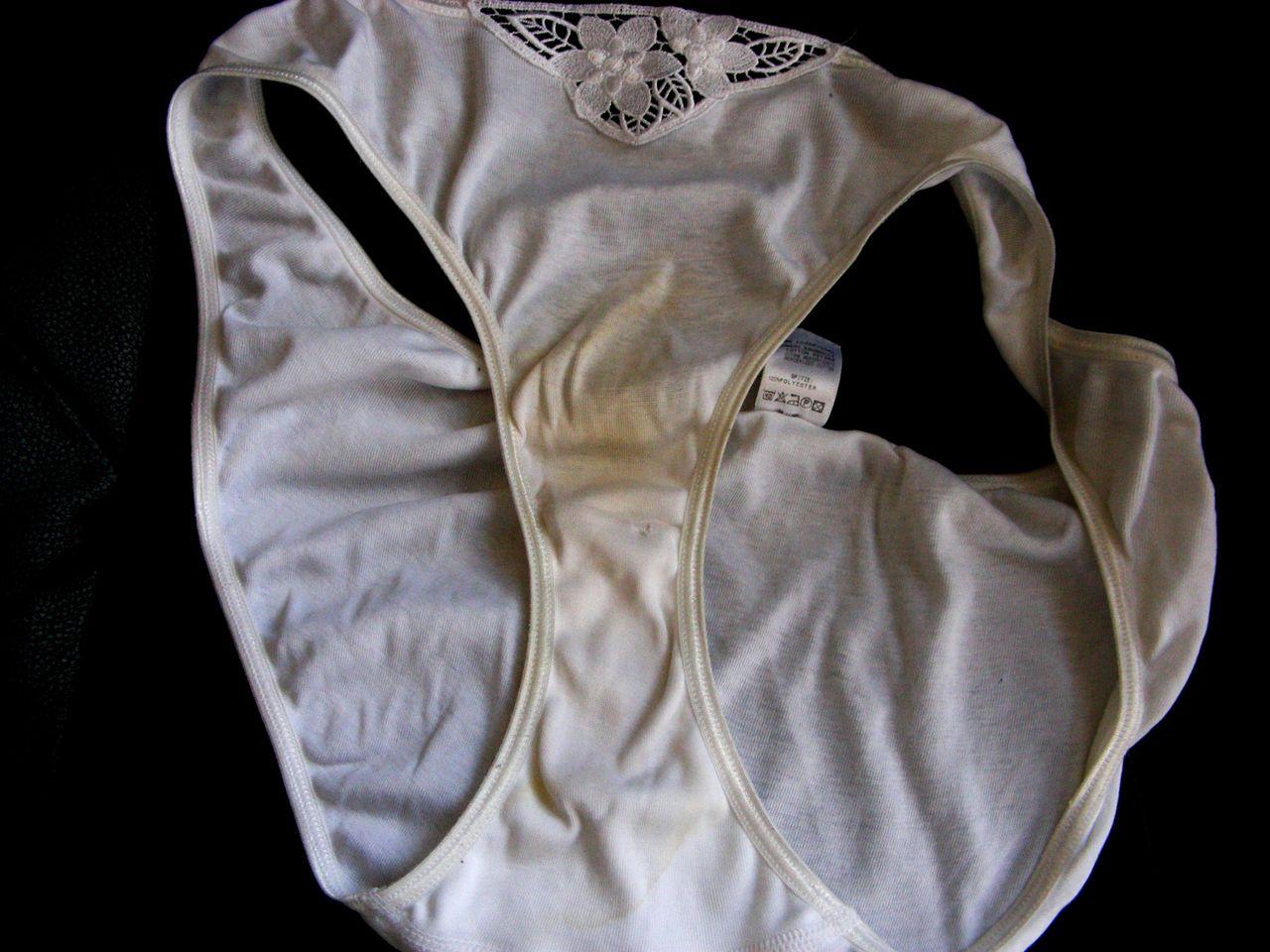 洗濯前下着のクロッチが汚れて匂う盗撮のエロ画像9枚目