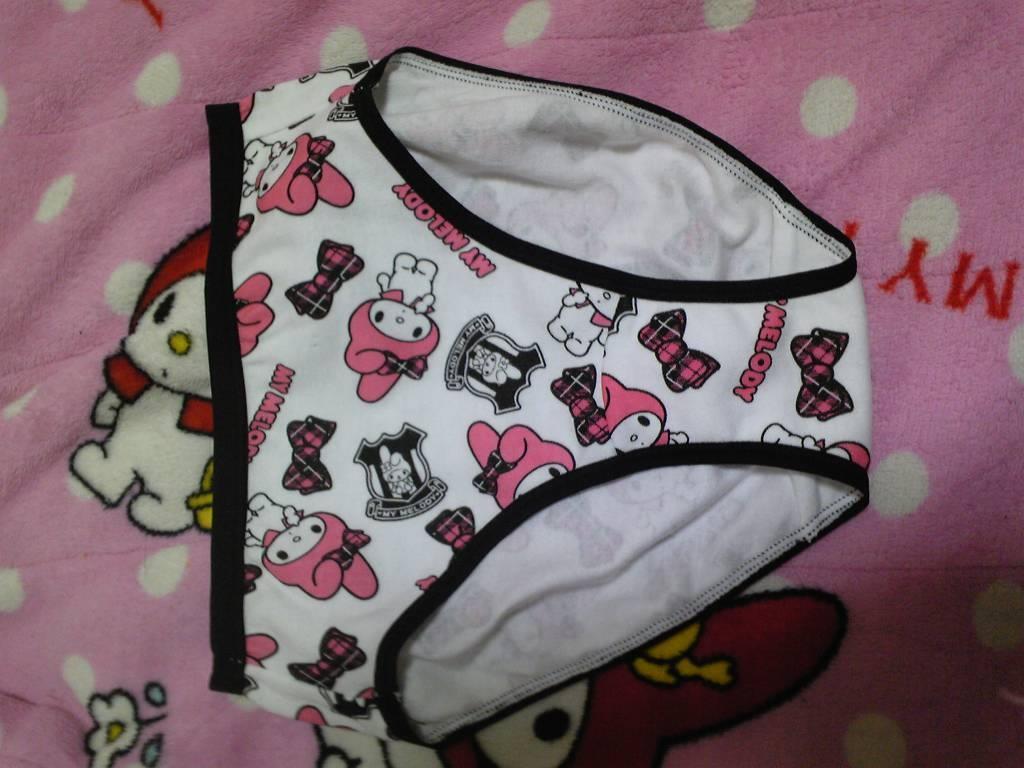 JS JC 妹 盗撮 ぶっかけ ... jc妹の洗濯前の上下下着セットを盗撮したエロ画像6枚