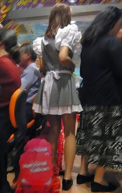 メイド服のパチンコ店員を盗撮してオナニーおかず画像