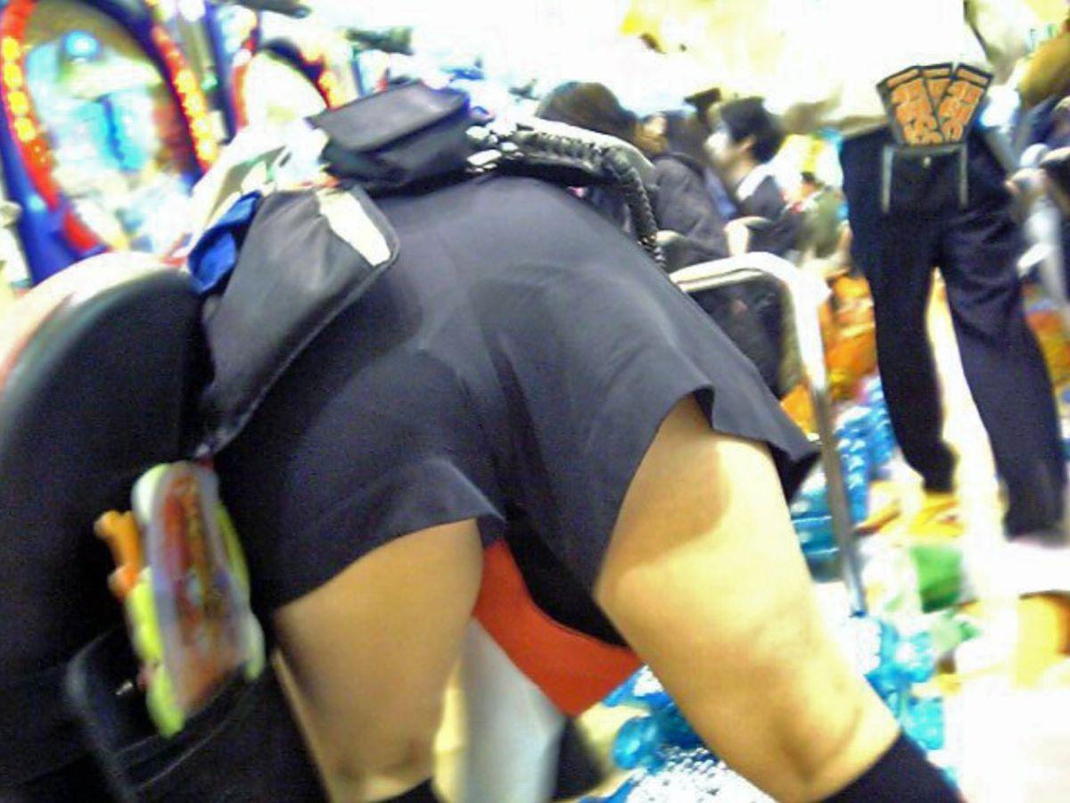パチンコ店員の制服がメイド服の過剰サービスエロ画像10枚目