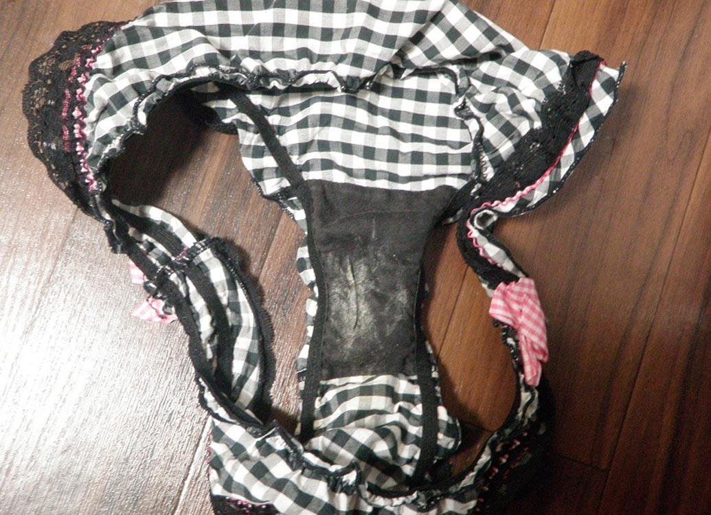 jk妹の洗濯前の下着の乾いたクロッチ盗撮エロ画像